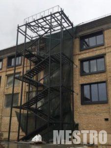 Металлические лестницы: преимущества и недостатки